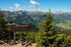 Эпичный ландшафт горы в баварских горных вершинах, который нужно путешествовать и походе стоковые фото