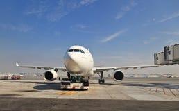 Эрбас a330 на авиапорте Дубай Стоковые Изображения