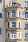 Эркеры многоквартирного дома кирпича 10-этажа жилого Стоковые Изображения RF
