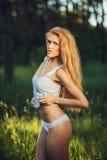 Эротичная девушка в женское бельё Стоковые Изображения RF
