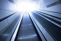 Эскалаторы делового центра стоковая фотография rf