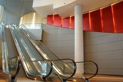 эскалатор дела здания Стоковая Фотография RF