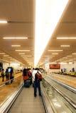 Эскалаторы на авиапорте Гонконга Стоковые Изображения