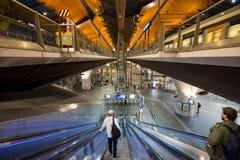 Эскалатор на железнодорожном вокзале Стоковая Фотография