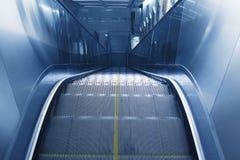 Эскалатор станции метро Стоковая Фотография