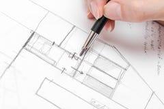 Эскиз плана дома чертежа руки архитектора Стоковая Фотография