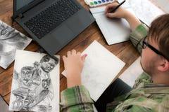 Эскиз чертежа художника на взгляд сверху графической таблетки Стоковые Фото