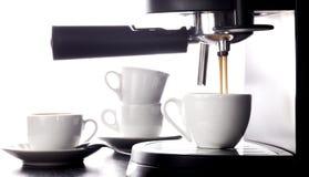 Эспрессо лить от машины кофе стоковое фото rf