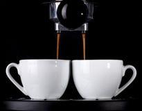 Эспрессо лить от машины кофе Стоковые Изображения