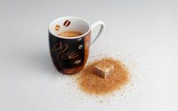 Эспрессо и желтый сахарный песок Стоковое Изображение