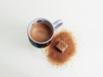 Эспрессо и желтый сахарный песок Стоковое Фото
