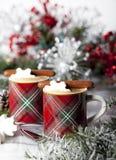 Эспрессо рождества с печеньями шоколада стоковые изображения rf