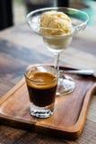 Эспрессо с ванильным мороженым Стоковые Изображения
