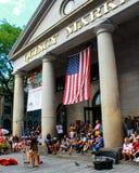 Эстрадный артист улицы вне рынка Quincy, Бостона, МАМ Стоковые Изображения
