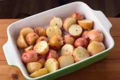 Этапы молодой сырцовой картошки в специях Стоковые Фотографии RF