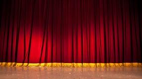 этап красного цвета занавесов Стоковые Фотографии RF
