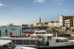 Этап посадки и ` s St Mark колокольня колокольни в Венеции, ем Стоковая Фотография