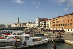 Этап посадки и ` s St Mark колокольня колокольни в Венеции, ем Стоковые Фотографии RF