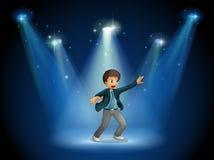 Этап с танцами мальчика в центре Стоковая Фотография