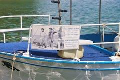 """Эта шлюпка вносила вклад в фильм """"Boy на dolphin"""" с Sophia Loren Греция, Европа стоковые фото"""