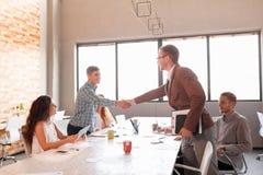 Этикет дела, партнерство предпринимателей, делая успешное дело Стоковая Фотография