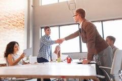 Этикет дела, партнерство предпринимателей, делая успешное дело Стоковые Фото