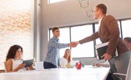 Этикет дела, партнерство предпринимателей, делая успешное дело Стоковое Изображение