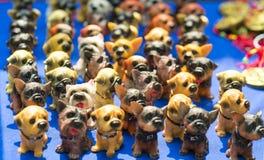Эти собаки покрашенный терракотой дисплей положения на ярмарках весны Стоковое Изображение
