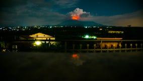 Этна на огне стоковая фотография rf