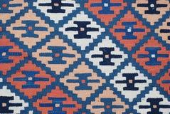 Этническая абстрактная деревенская винтажная текстура с геометрическими традиционными орнаментами, винтажный стиль картины ковра  Стоковое Фото