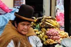 Этнические женщины на рынке в Боливии стоковое фото rf