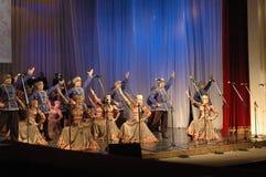 Этнический танец с снеговиком Олимпийских Игр 2014 Стоковое Фото