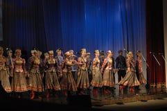 Этнический танец с снеговиком Олимпийских Игр 2014 Стоковая Фотография