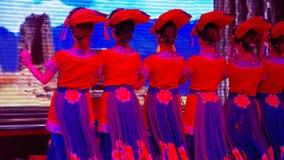 Этническое меньшинство Китая танцует стоковые изображения