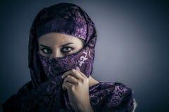 Этничность, молодая арабская женщина. Стильный портрет Стоковые Изображения RF