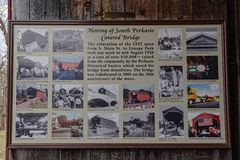 Этот знак описывает двигать южного крытого моста Perkasie стоковые фотографии rf