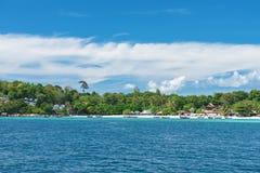 Этот рай острова обладает естественной красотой поистине пляжа с белым песком с роскошными курортами и отмелым кристаллом - ясным Стоковая Фотография RF