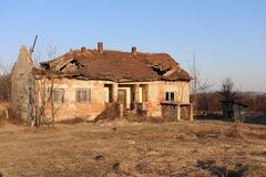 Получившийся отказ и загубленный дом стоковые фото
