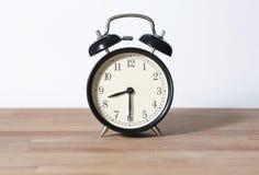 Это половинные прошлые часы ` 8 o Стоковые Изображения RF
