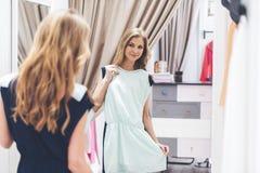 Это платье совершенно! стоковые фотографии rf