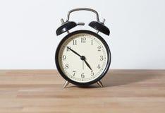 Это часы ` почти 5 o Стоковые Фото
