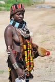 Эфиопская женщина Benna с цыпленком Стоковое фото RF