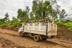 Эфиопские работники дороги путешествуя на тележке Стоковая Фотография