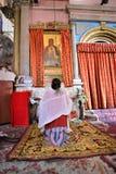 ЭФИОПСКИЙ ИИСУС ХРИСТОС ПОКЛОНЕНИЮ ПАЛОМНИКОВ В ИЕРУСАЛИМЕ ВО ВРЕМЯ РОЖДЕСТВА Стоковые Фото