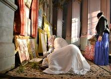 ЭФИОПСКИЙ ИИСУС ХРИСТОС ПОКЛОНЕНИЮ ПАЛОМНИКОВ В ИЕРУСАЛИМЕ ВО ВРЕМЯ РОЖДЕСТВА Стоковые Фотографии RF