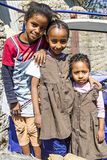 3 эфиопских правоверных христианских дет играя в улицах city's стоковые фотографии rf