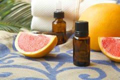 Эфирное масло грейпфрута Стоковые Фотографии RF