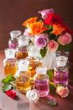 Эфирное масло и розовая парфюмерия курорта ароматерапии цветков Стоковое Изображение RF