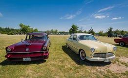 Эффектная выставка автомобиля в парке наследия страны, изумительное вид спереди классических винтажных автомобилей Стоковые Фотографии RF