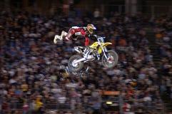 эффектное выступление спорта всадника motocross грязи bike весьма Стоковая Фотография RF